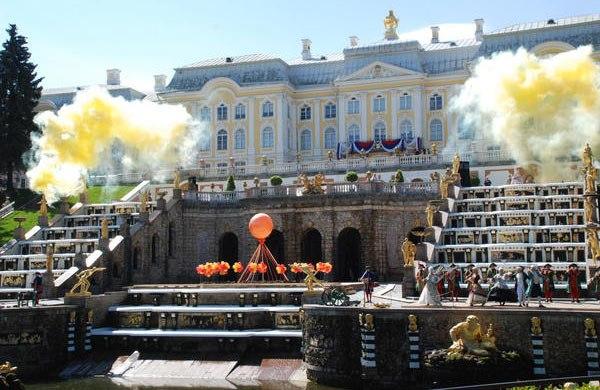 Открытие фонтанов в Петергофе 2015